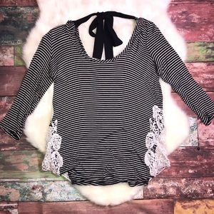 Woman's Black and white striped Moa Moa 3/4 sleeve
